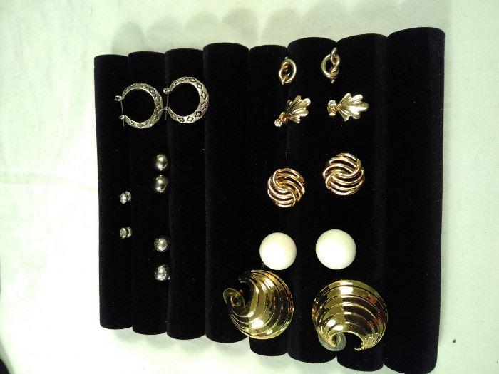 lot of 9 pairs of post/ pierced earrings https://ctbids.com/#!/description/share/125121