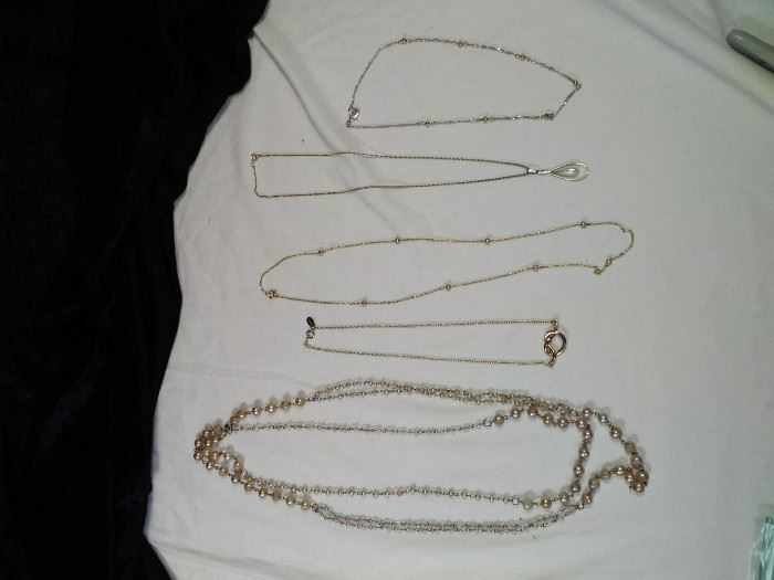 lot of 5 vintage gold style and pearl beaded necklaces, pendants https://ctbids.com/#!/description/share/125128