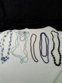 lot of 5 retro blue beaded necklaces https://ctbids.com/#!/description/share/125127