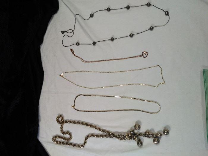 lot of 5 vintage retro necklaces https://ctbids.com/#!/description/share/125134