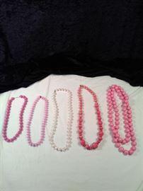 lot of 5 Retro pink beaded necklace https://ctbids.com/#!/description/share/125135