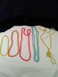 lot of a 5 retro beaded necklaces  https://ctbids.com/#!/description/share/125139