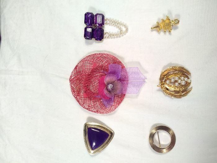 lot of 6 vintage, retro brooches https://ctbids.com/#!/description/share/125142
