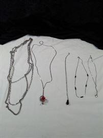 lot of 5 pendant Style retro necklaces https://ctbids.com/#!/description/share/125147