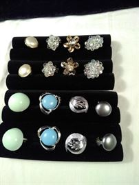 lot of 8 clip-on earrings https://ctbids.com/#!/description/share/125162