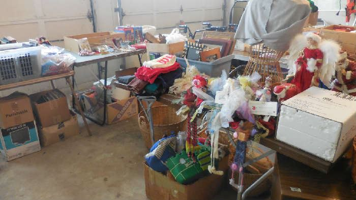 Christmas items, collectables