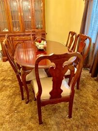 Pristine Condition Dining Room Table and Six Chairs
