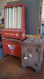 Safe, Tom's 5 cent peanut machine