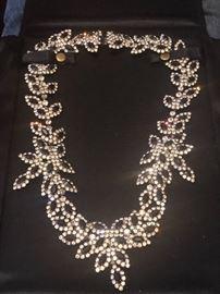 Heavy, rhinestone necklace vintage.