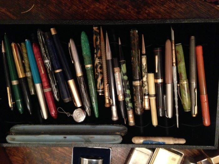 Lots of fountain pens and pencils, Parker, Scheaffer's, Weaver, Conklin, Eversharp  one with 14k nib