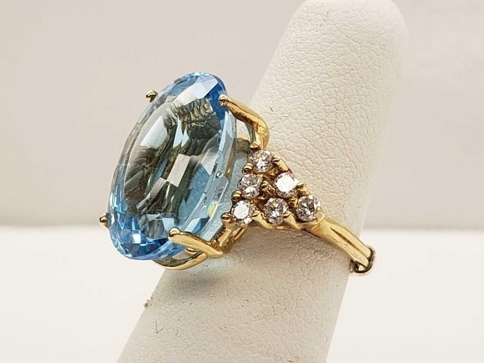 #32 Diamonds, Approx. 6ct Aquamarine Stone, 8.1 grams Size 4.5 10k Gold Ring, 10 132 Diamonds, Approx. 6ct