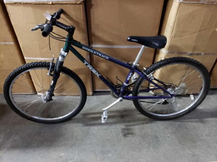 # 507 5 Foot Trek 21 Speed Mountain Bike with Shocks and Center Pull Brakes, and Quick Release Rims and Seat 5 Foot Trek 21 Speed Mountain Bike with Shocks and Center Pull Brakes, and Quick Release Rims and Seat