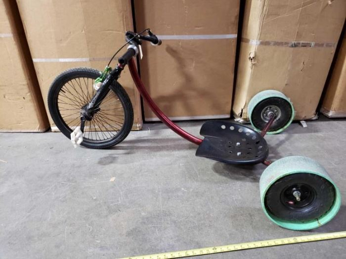 # 512 5 Foot Custom Drift Trike with Tractor Seat 5 Foot Custom Drift Trike with Tractor Seat