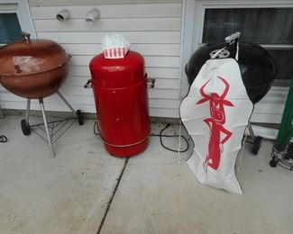 Kettle Grills. Smoker