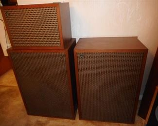1968 Klipch 3 Piece Speaker System. These were custom made by clients father in late 60's. Owner has set his own price for them.$2400! Firm.no deal, no discount, no whatever..Sassie had nothing to do with pricing..