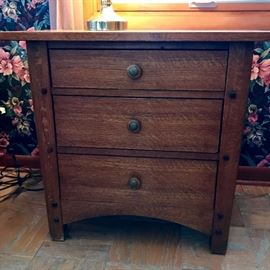 Thomasville Nightstand      https://ctbids.com/#!/description/share/121003