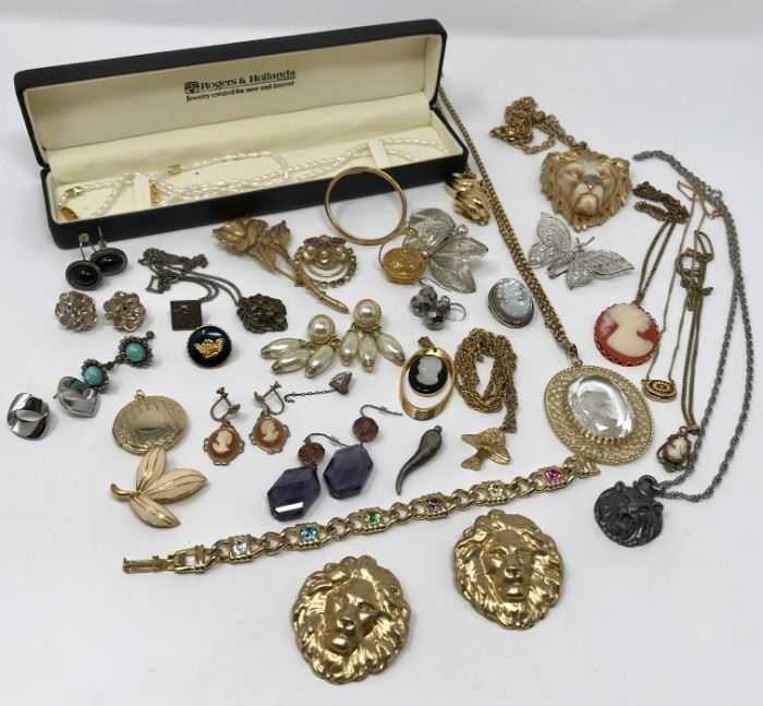 Costume Jewelry https://ctbids.com/#!/description/share/121005