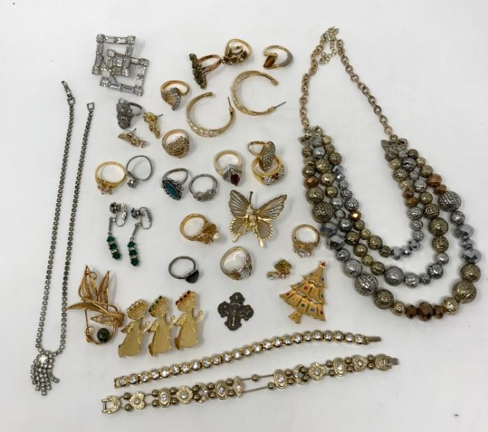 Costume Jewelry https://ctbids.com/#!/description/share/121260