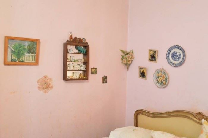 All wall decor two lamps