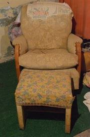 Vintage rocker with ottoman doesnt match  needs ...