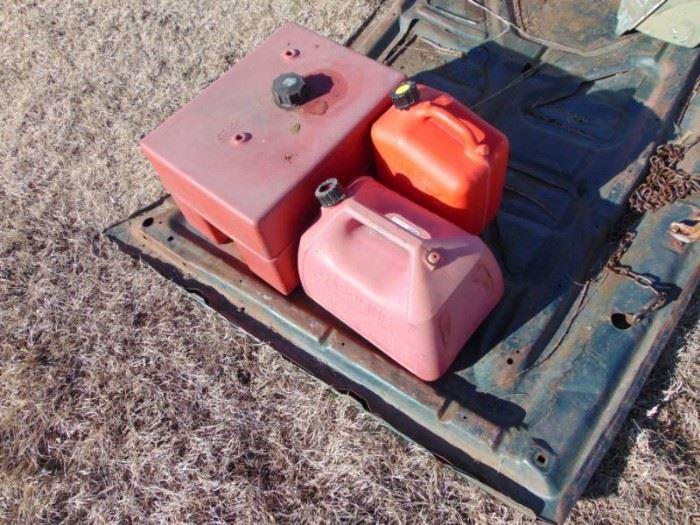 3 gas tanks