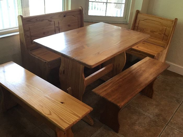 Oak Kitchen set 43.5 l x 27.5 w x 29.5 t - has additional back drop, bench seats open