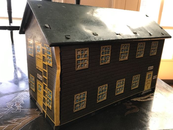 Vintage toy ~ army barracks