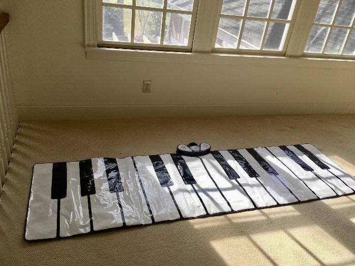 Keyboard floor mat