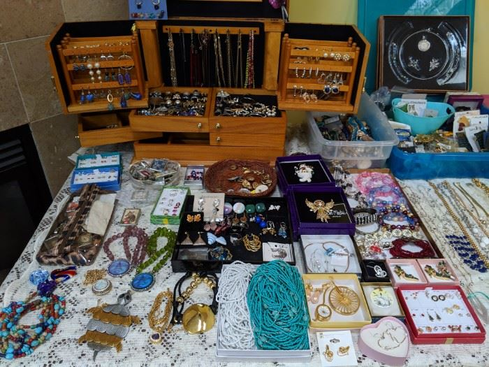 Rochester Hills Estate Sale Womens Clothing Jewelry