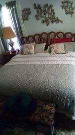 bedroom set, wall decor