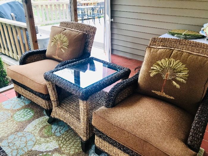 5 piece set from Haverty's in pristine condition