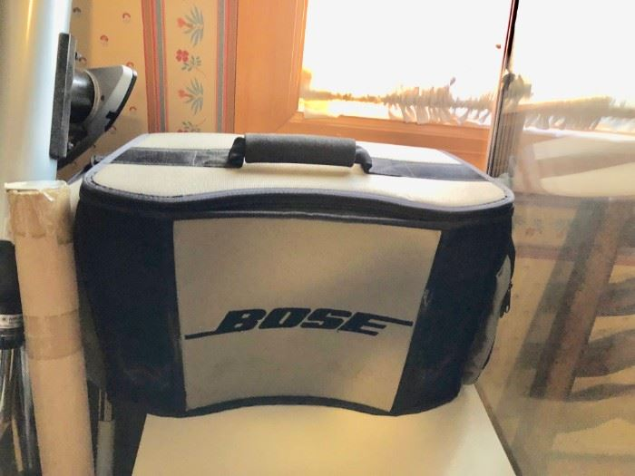 BOSE WAVE RADIO WITH PORTABLE POWER CASE