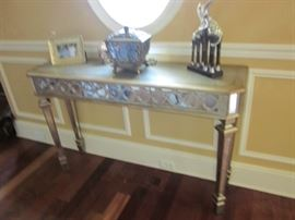 MIRRORED CONSOLE TABLE FOR ANY ROOM