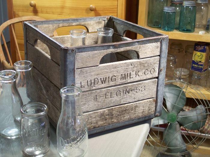 Ludwig Milk Company dairy crate, Elgin IL 1953
