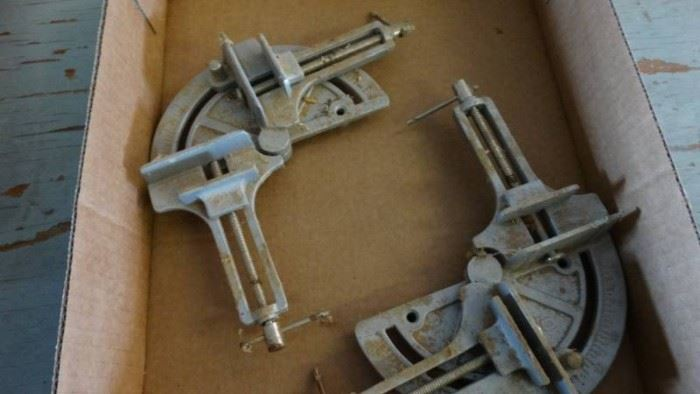 2 Metal Corner Clamps