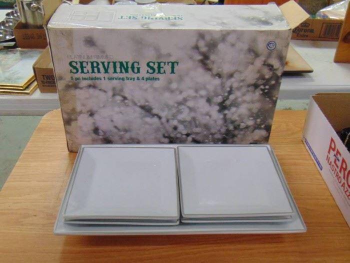 Platnuim trimmed square serving set new in box
