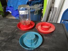 3 plastic chicken dishes