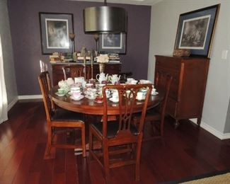 Vintage style (new) round dining table with leaf and 4 chairs