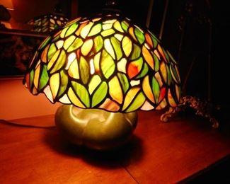 "Quoizel Acrylic ""Faux"" TIffany Ball Lamp"