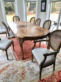 Dining table & area rug