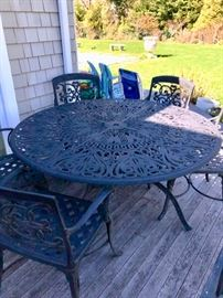 Round iron set with 6 chairs