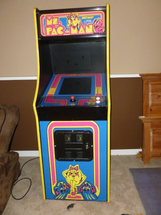Ms Pac Man Game..works perfectly, hardly used.