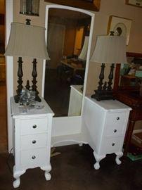 Dressing Table w/Mirror