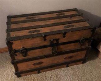 Vintage storage trunk!!