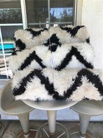 Retro rugs black and white