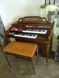 Kimball Swinger 400 Organ
