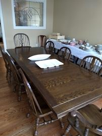 Ethan Allen Chartered Oak Table w 6 Chairs & 2 Leaves