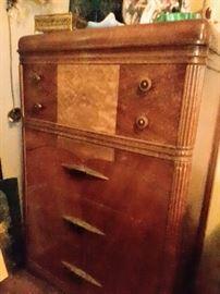 Vintage Dresser 5 Drawers.