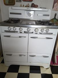 O'Keefe and Merritt Gas Stove. Please  Bring own movers, dolly,and tools to remove. Heavy.