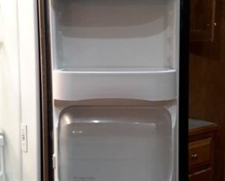 Maytag side-by-side, freezer on bottom. Very clean!